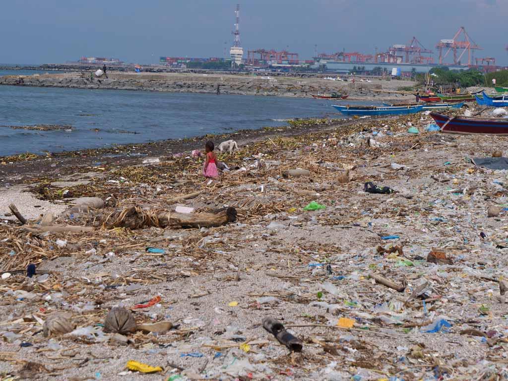 Baseco Slum beach